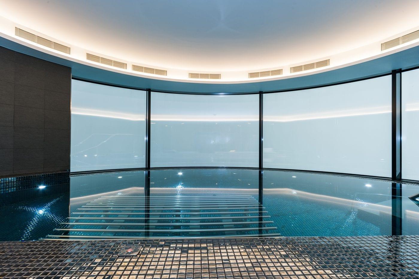 Cornich Aquaplatnium Swimming pool