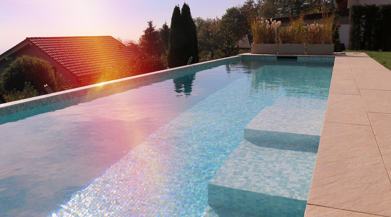 Outdoor Infinity tilestoned pool
